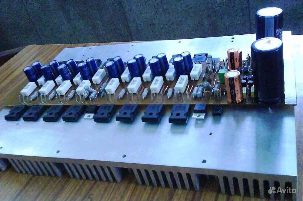Мощность RMS 1000 ватт (4-8 Ом