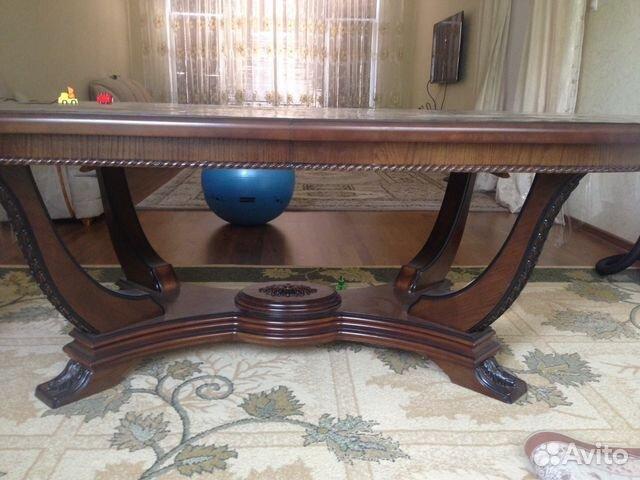 Шикарный стол и стулья
