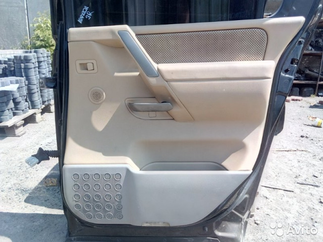 89026196331 Обшивка двери задняя правая Nissan Armada VK56DE
